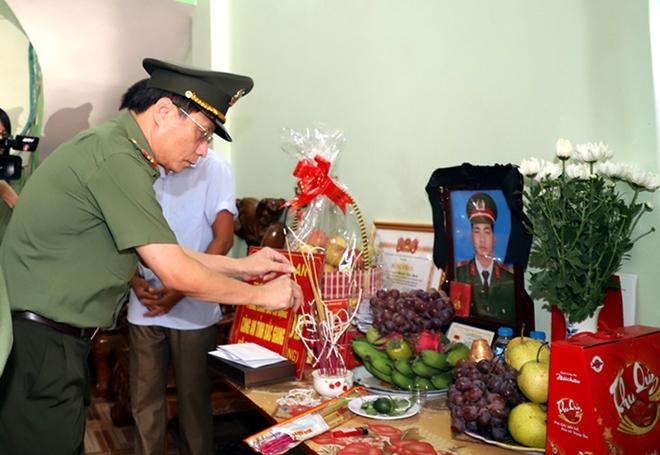 Tiếc thương chiến sỹ Cảnh sát Cơ động  hy sinh khi làm nhiệm vụ - Ảnh minh hoạ 3