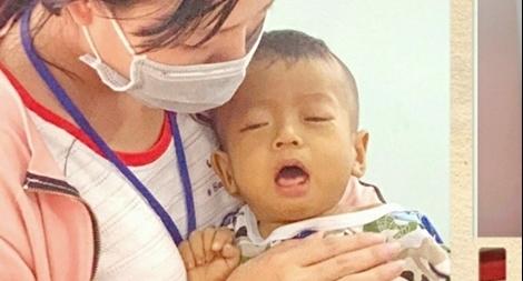 Gia cảnh thương tâm của bé trai 15 tháng tuổi chờ được ghép gan