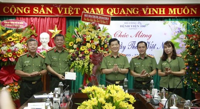 Thứ trưởng Nguyễn Văn Sơn chúc mừng Ngày Thầy thuốc Việt Nam tại Bệnh viện 199