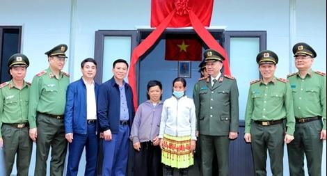 Hỗ trợ xây 600 ngôi nhà cho hộ nghèo ở huyện Mường Lát