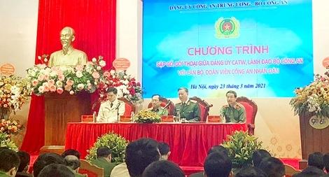 Bộ trưởng Tô Lâm đối thoại với đoàn viên thanh niên Công an