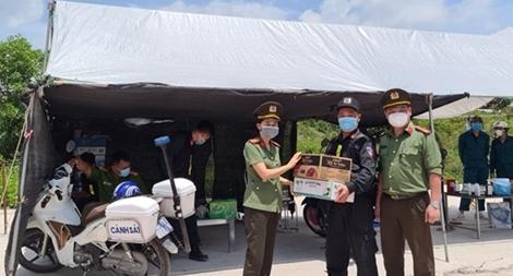 """Xúc động """"Lá thư thời chiến"""" của cán bộ Công an Bắc Giang"""