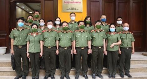 Thứ trưởng Nguyễn Văn Sơn thăm, kiểm tra trụ sở mới của Báo CAND tại số 2 Đinh Lễ