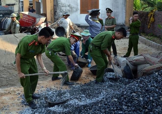 Công an Đông Triều hỗ trợ 90 triệu và ngày công xây dựng nông thôn kiểu mẫu - Ảnh minh hoạ 2