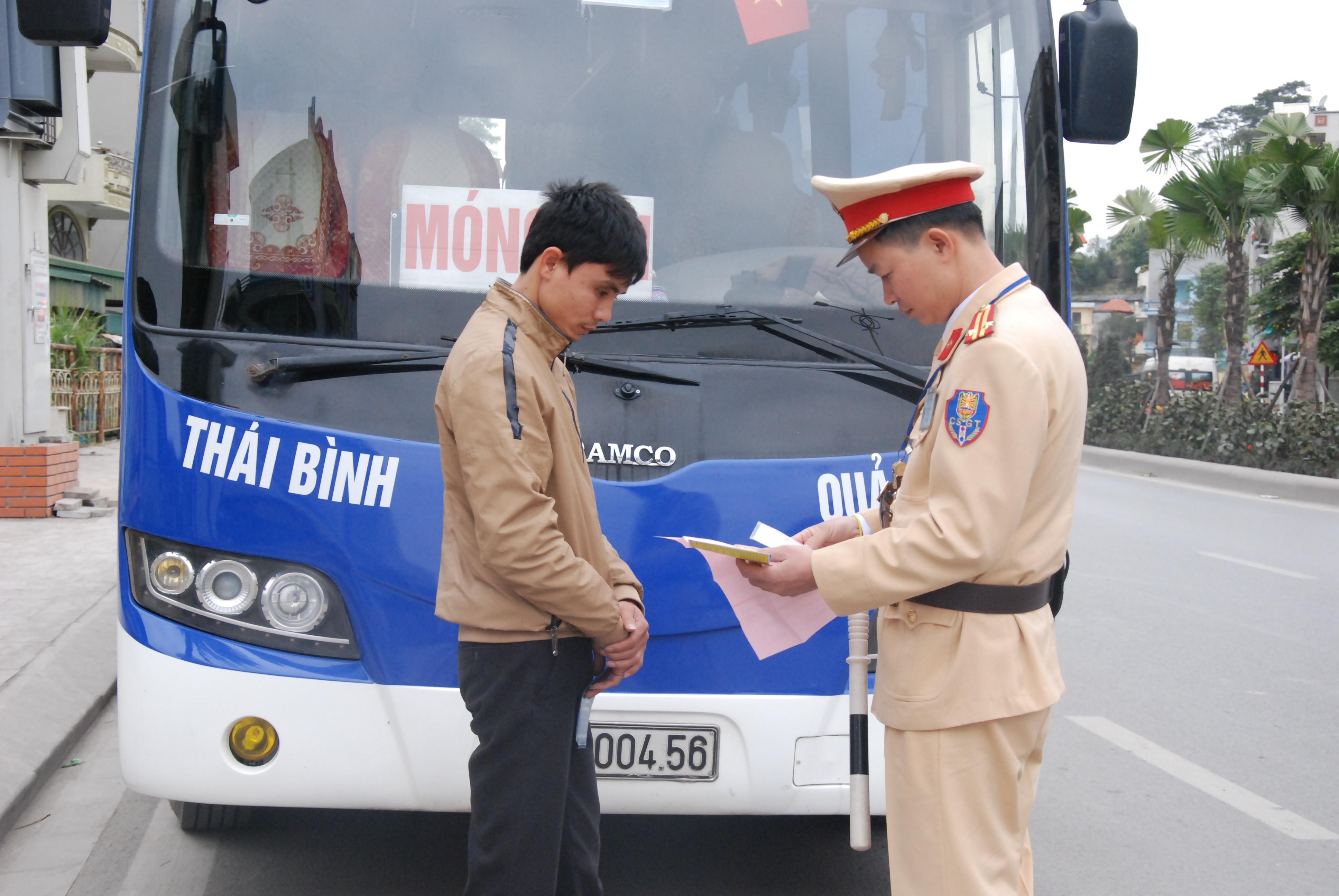 CSGT Quảng Ninh đảm bảo an toàn giao thông cho nhân dân đón Tết