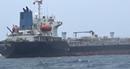 Bắt quả tang tàu nước ngoài sang mạn xăng trái phép trên biển