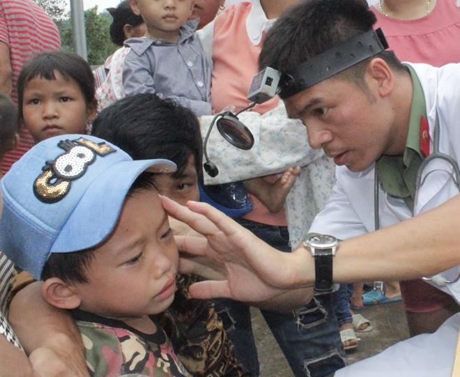Tặng quà, khám bệnh miễn phí cho trẻ em ở xã Hà Lâu - Ảnh minh hoạ 2