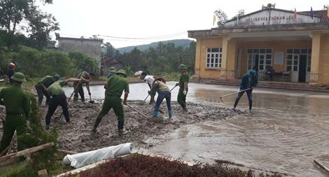 Đoàn viên Công an tham gia hỗ trợ xây dựng nông thôn mới