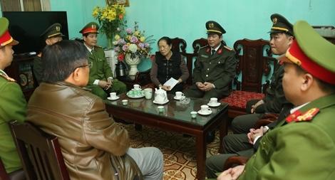 CA Quảng Ninh trao tặng 600 triệu đồng cho gia đình 3 Liệt sỹ hy sinh tại Đồng Tâm