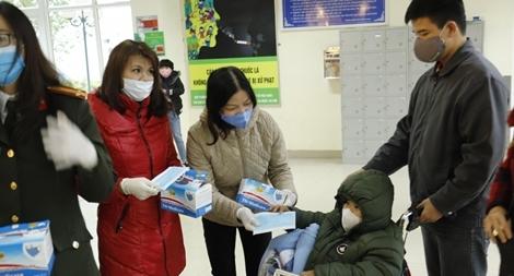 Tặng 6.500 khẩu trang và dung dịch sát khuẩn cho bệnh nhân ung thư