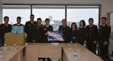 Tặng 5000 khẩu trang cho Trạm CA cửa khẩu Cảng hàng không quốc tế Vân Đồn