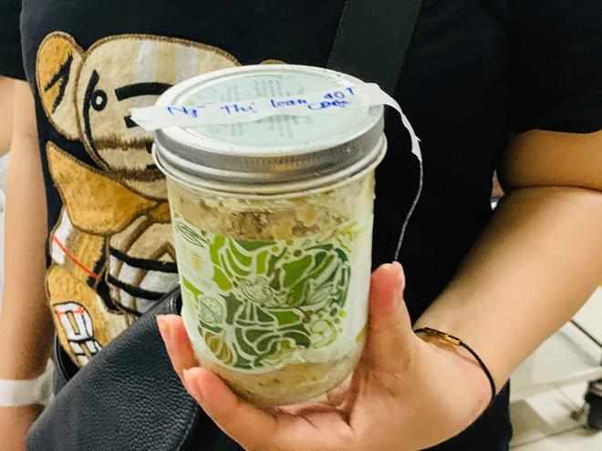 Thêm nhiều bệnh nhân ăn thực phẩm Minh Chay tới Bệnh viện Bạch Mai khám - Ảnh 1.