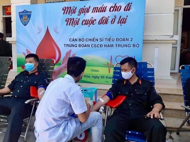 Tôn vinh những chiến sĩ Công an hiến máu cứu người