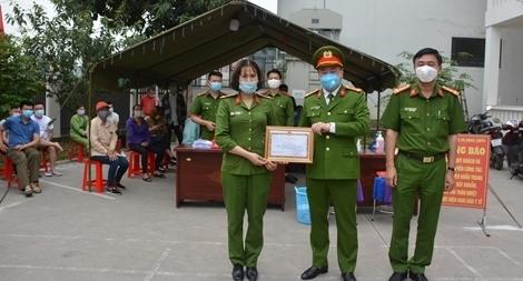 Khen thưởng các tập thể, cá nhân tích cực trong chiến dịch cấp CCCD