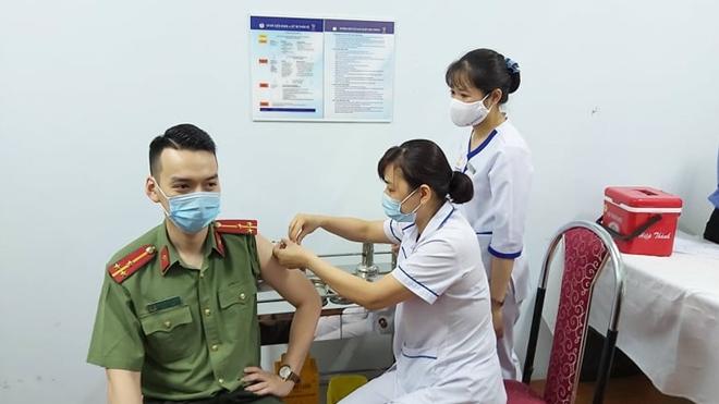 Bộ Công an triển khai tiêm vaccine COVID-19 cho CBCS Công an TP Hà Nội - Ảnh minh hoạ 5