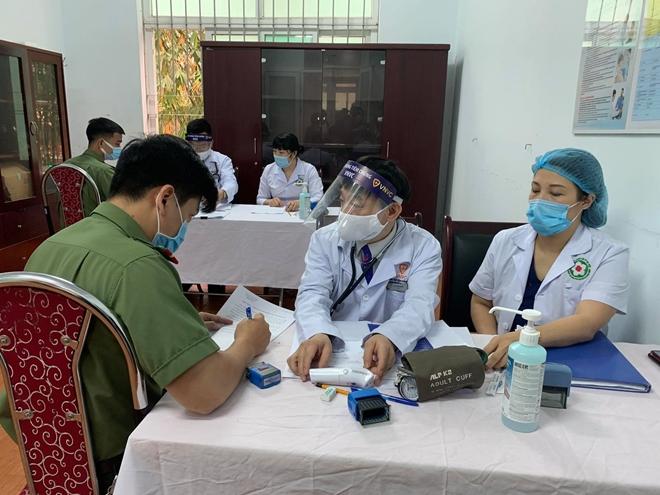Bộ Công an triển khai tiêm vaccine COVID-19 cho CBCS Công an TP Hà Nội - Ảnh minh hoạ 2