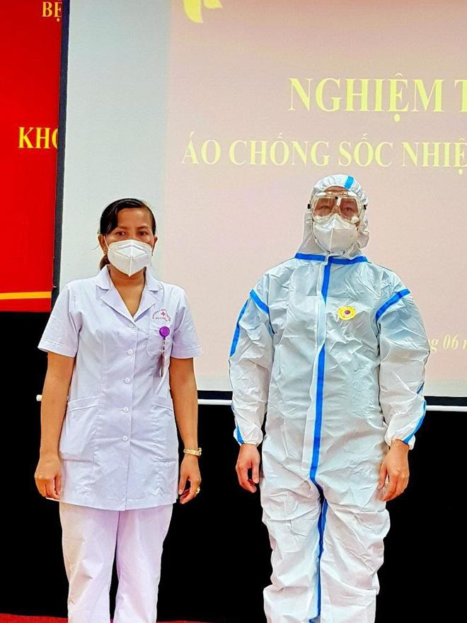 BV Y học cổ truyền Bộ Công an ra mắt áo chống sốc nhiệt cho nhân viên y tế - Ảnh minh hoạ 2