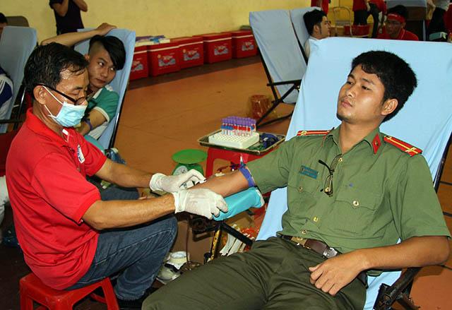 """Công an TP Cần Thơ tham gia chương trình hiến máu """"Sắc đỏ Tây Đô"""""""