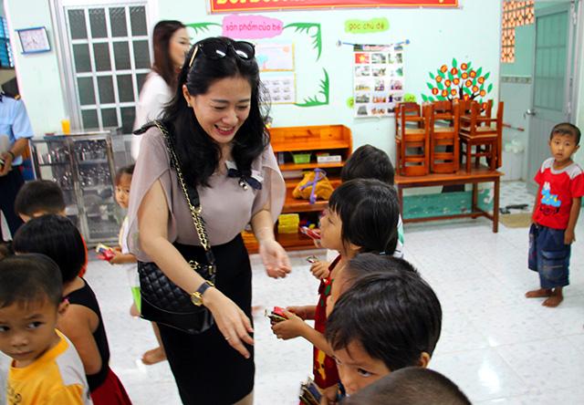 Báo CAND tặng áo phao, tập cho học sinh vùng lũ - Ảnh minh hoạ 8