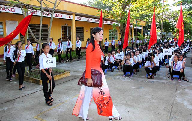 Báo CAND tặng quà cho học sinh nghèo ngày khai giảng - Ảnh minh hoạ 4