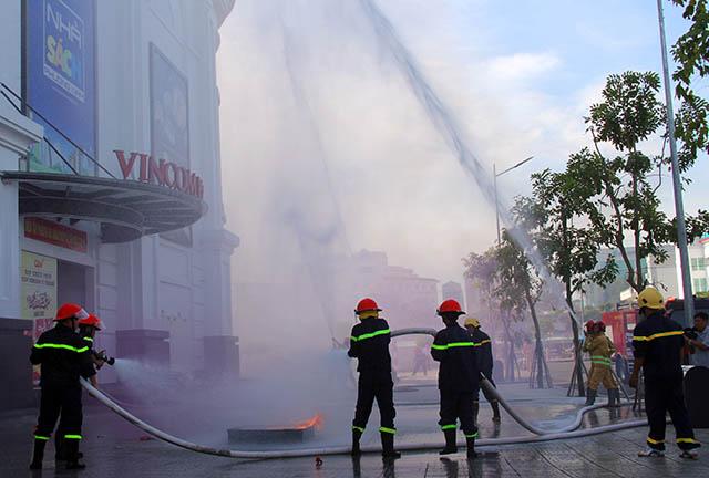 Hậu Giang diễn tập chữa cháy, cứu nạn tại Trung tâm thương mại - Ảnh minh hoạ 2