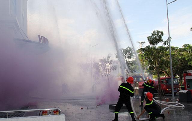 Hậu Giang diễn tập chữa cháy, cứu nạn tại Trung tâm thương mại - Ảnh minh hoạ 3