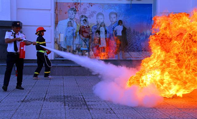 Hậu Giang diễn tập chữa cháy, cứu nạn tại Trung tâm thương mại