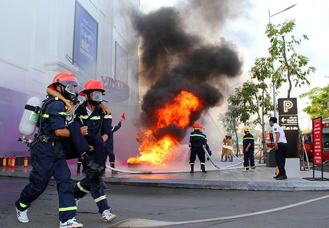 Hậu Giang diễn tập chữa cháy, cứu nạn tại Trung tâm thương mại - Ảnh minh hoạ 4