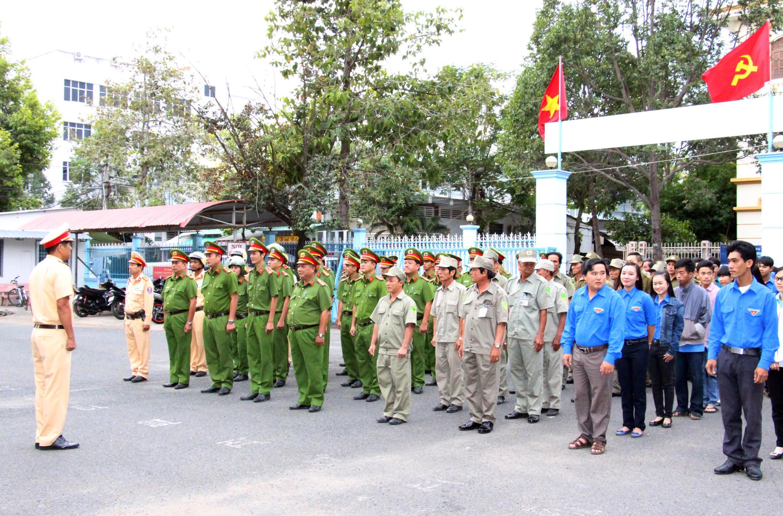 Công an các địa phương ra quân đợt cao điểm bảo đảm TTATGT Tết Mậu Tuất 2018