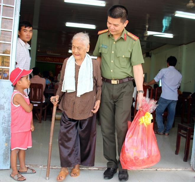 Chút tình Xuân về với đồng bào nghèo Trà Vinh và xứ Dừa - Ảnh minh hoạ 11
