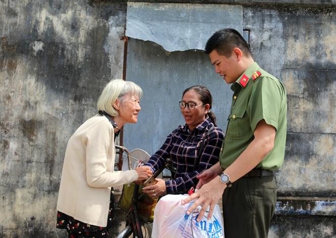 Mang hương Xuân về với bà con 4 xã nghèo nhất tỉnh Sóc Trăng - Ảnh minh hoạ 9