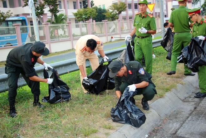 Công an TP Cần Thơ ra quân dọn dẹp vệ sinh cảnh quan môi trường - Ảnh minh hoạ 9