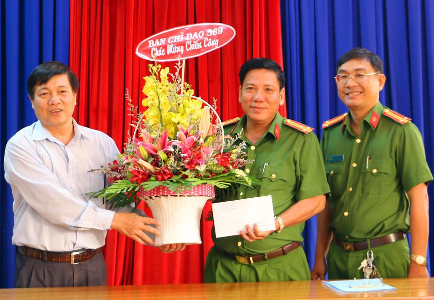 Thưởng nóng lực lượng Cảnh sát kinh tế tỉnh An Giang bắt lô thuốc lá lậu