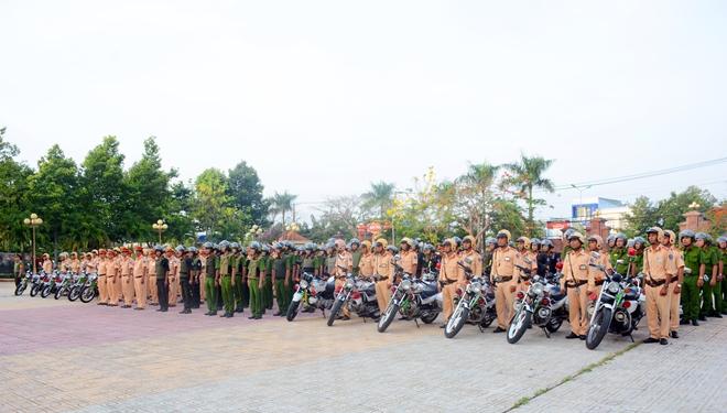 Công an tỉnh Bến Tre ra quân cao điểm đảm bảo an toàn dịp lễ 30-4 và 1-5 - Ảnh minh hoạ 2