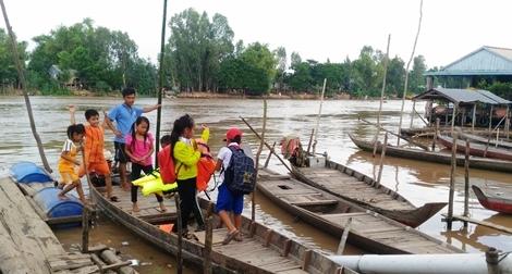 """Quỹ học bổng """"Hạt giống Việt"""" trao 1.300 suất cho học sinh nghèo vùng ĐBSCL"""