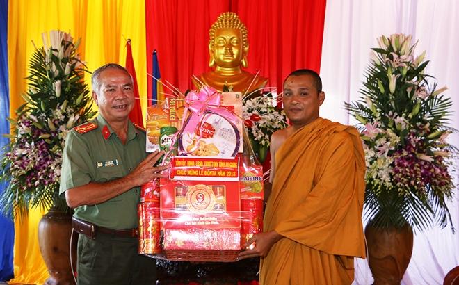 Công an tỉnh An Giang thăm, tặng quà các chùa Khmer - Ảnh minh hoạ 2
