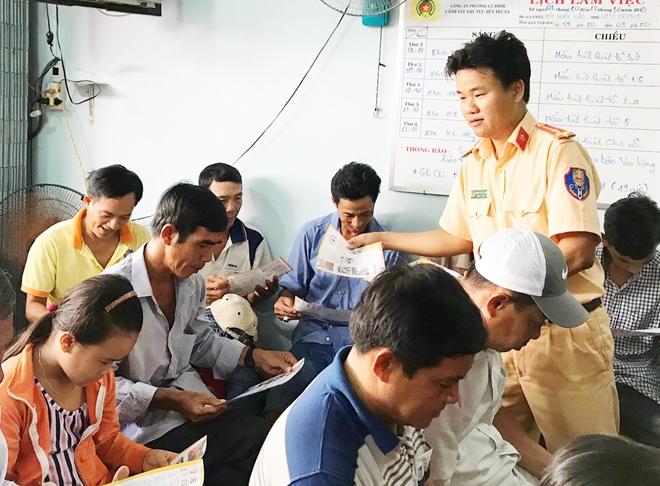 Tuyên truyền về an toàn giao thông đường thủy cho tiểu thương Chợ nổi Cái Răng - Ảnh minh hoạ 2