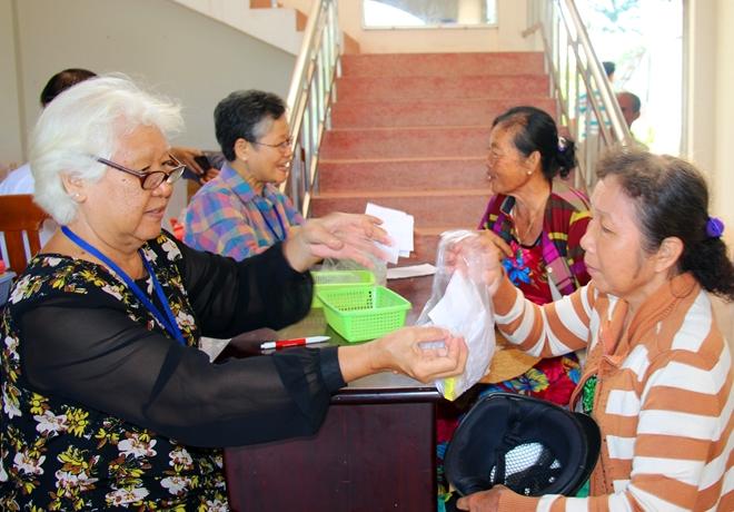 Thăm khám, cấp phát thuốc miễn phí cho bà con nghèo huyện Cờ Đỏ - Ảnh minh hoạ 4