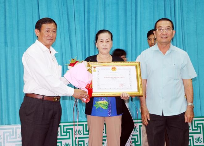 Tỉnh An Giang trao, truy tặng các danh hiệu vinh dự Nhà nước