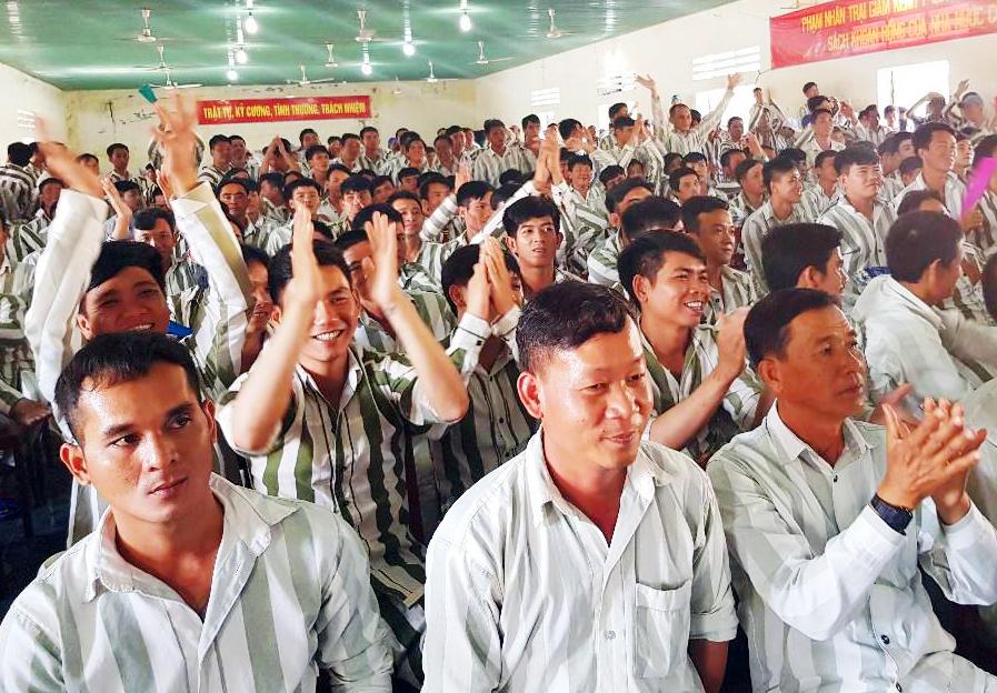 Trại giam Kênh 7 tổ chức giao lưu văn nghệ cho 1.500 phạm nhân