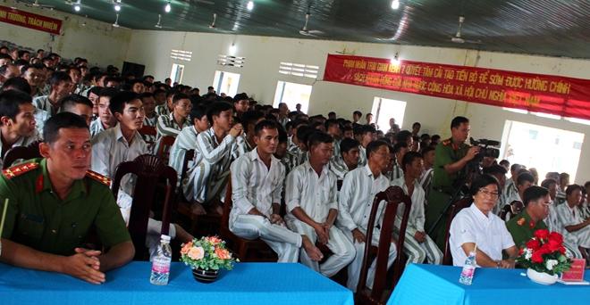 Trại giam Kênh 7 tổ chức giao lưu văn nghệ cho 1.500 phạm nhân - Ảnh minh hoạ 2