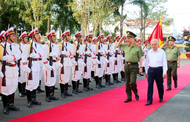 Bộ trưởng Tô Lâm kiểm tra công tác tại Công an tỉnh Sóc Trăng