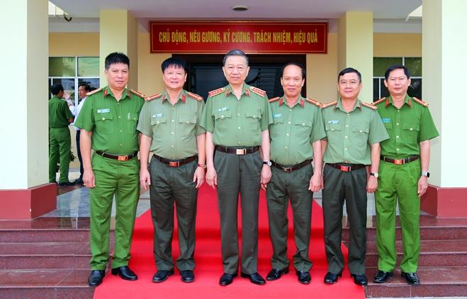 Bộ trưởng Tô Lâm kiểm tra công tác tại Công an tỉnh Sóc Trăng - Ảnh minh hoạ 6