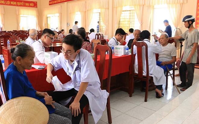 Thăm khám, cấp thuốc miễn phí và tặng quà cho 500 người dân khó khăn - Ảnh minh hoạ 3