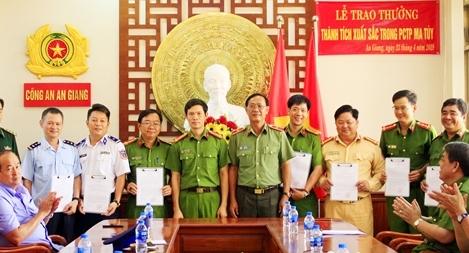 Bộ Công an khen thưởng Ban Chuyên án bóc gỡ thành công đường dây mua bán ma túy lớn nhất Tây Nam Bộ