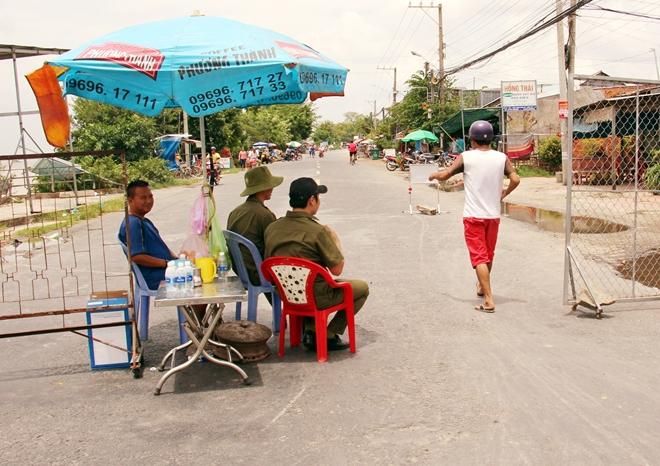 Túc trực 24/24 đảm bảo an toàn cho người dân tại khu vực sạt lở - Ảnh minh hoạ 2