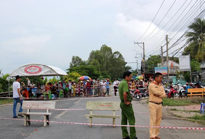 Túc trực 24/24 đảm bảo an toàn cho người dân tại khu vực sạt lở