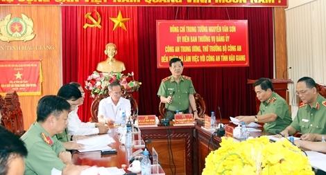 Thứ trưởng Nguyễn Văn Sơn kiểm tra công tác tại Công an tỉnh Hậu Giang