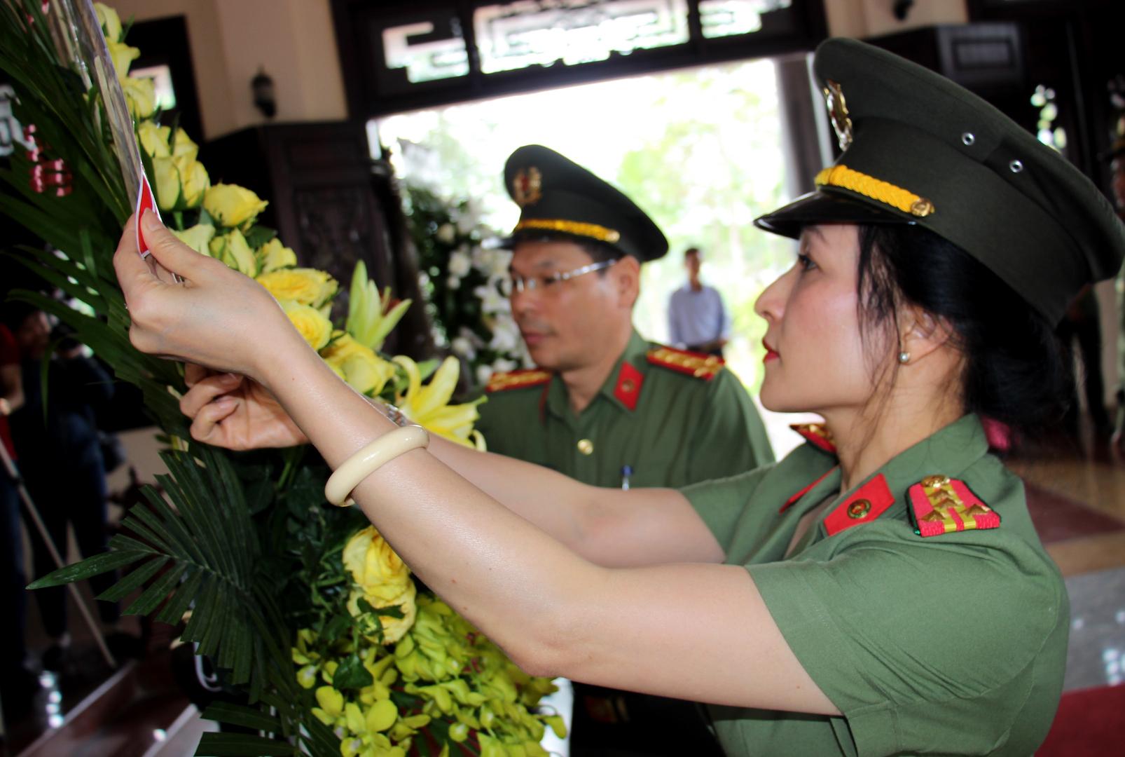 Báo CAND dâng hương tưởng niệm cố Chủ tịch Hội đồng Bộ trưởng Phạm Hùng