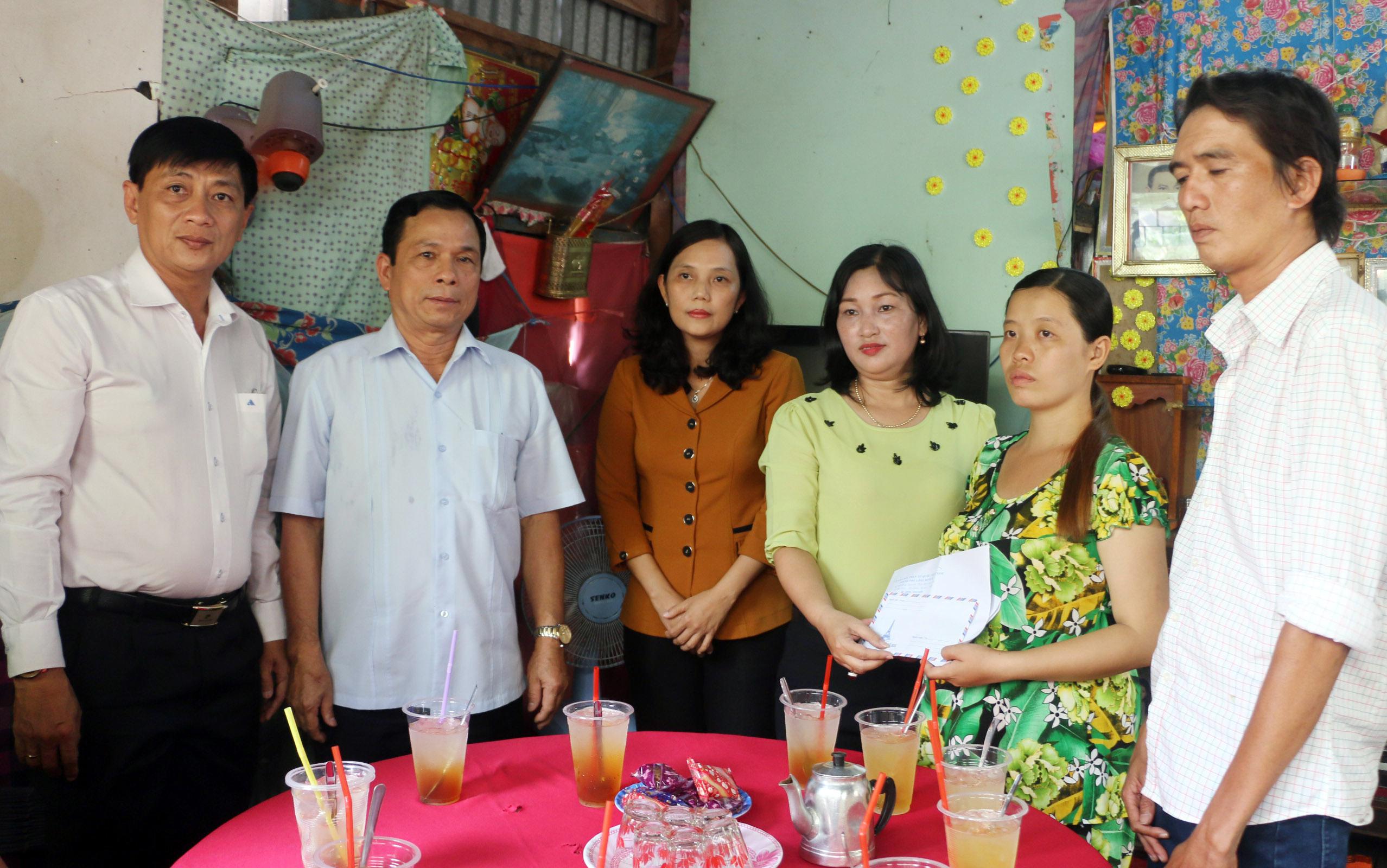 Hỗ trợ gia đình 2 học sinh đuối nước ở An Giang